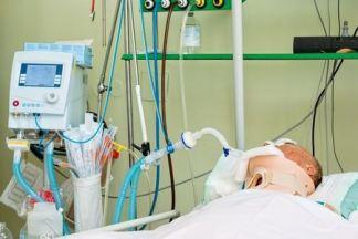 intensive care 5584757_s
