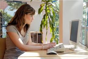 woman-at-computer2